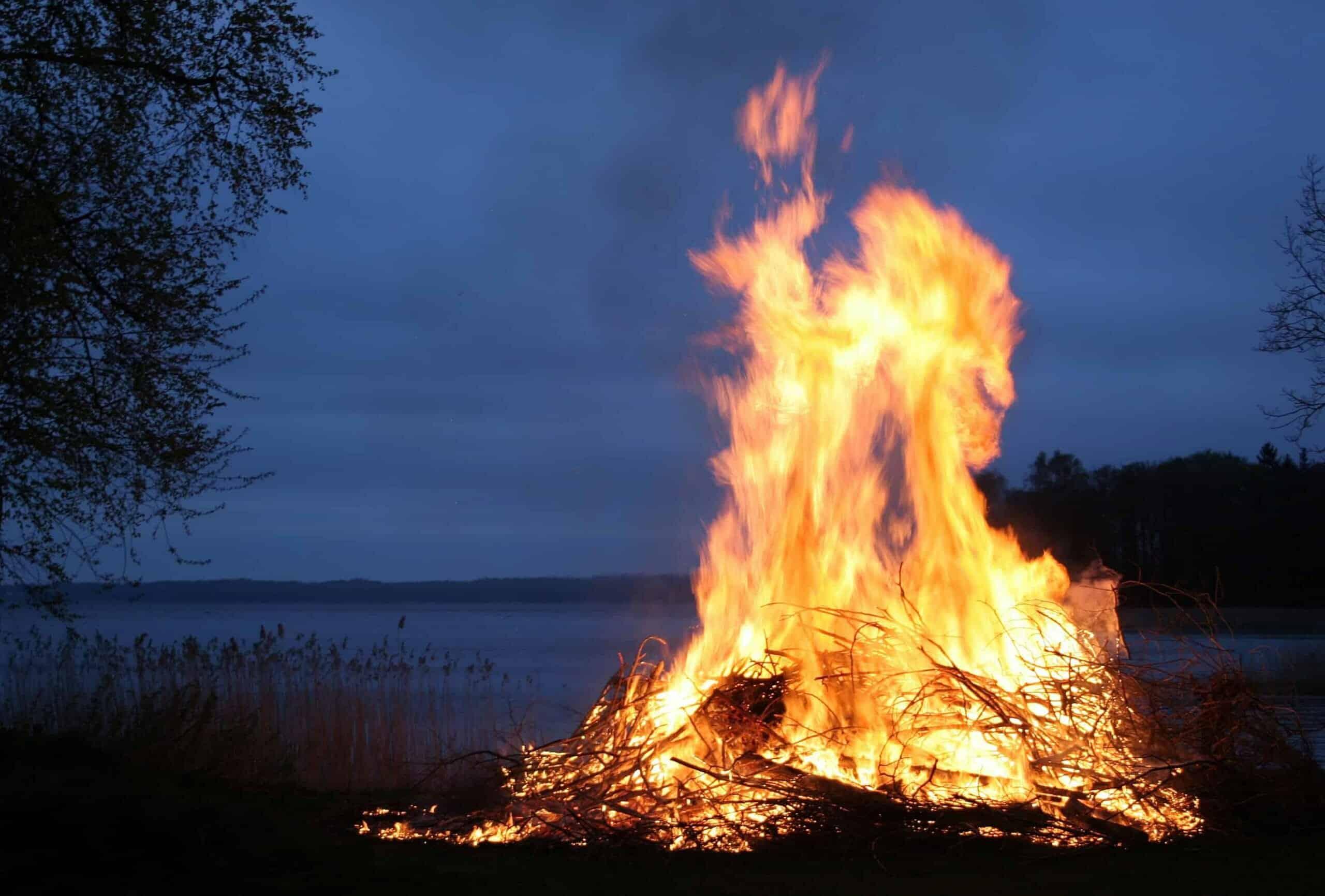 Informasjon om brenning av bål og innmelding