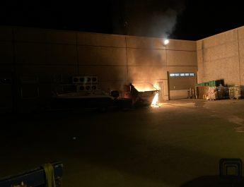 Brann i container bak Rema 1000  (VIDEO)
